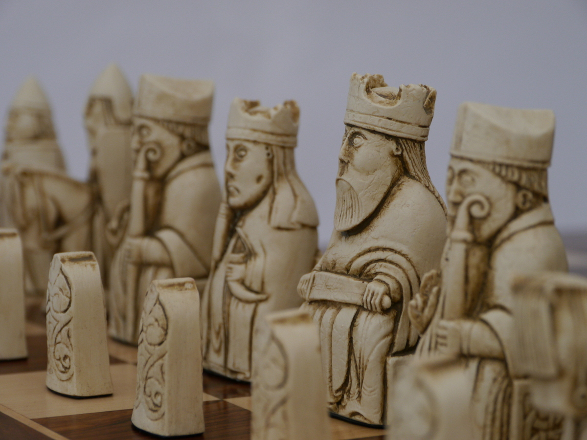 Berkeley Chess - Isle of Lewis Chess Set - Ivory and Brown
