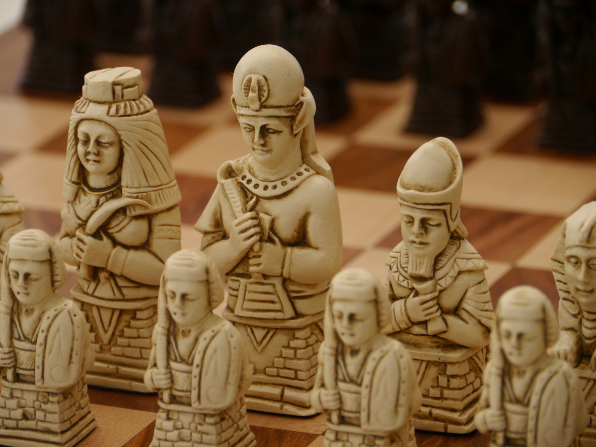 Berkeley Chess Ltd - Egyptian Chess Set - Ivory and Brown