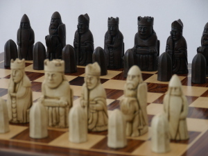 Berkeley Chess Ltd - Isle of Lewis Chess Set - Ivory and Brown