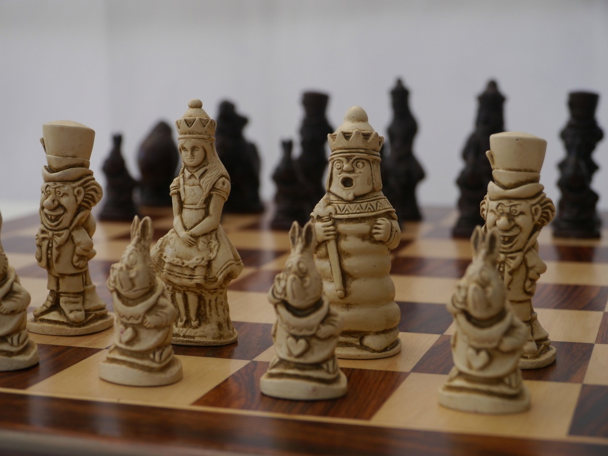 Berkeley Chess Ltd - Alice in Wonderland Chess Set - Ivory and Brown