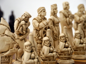 Berkeley Chess Ltd - Christopher Columbus - Ivory and Brown
