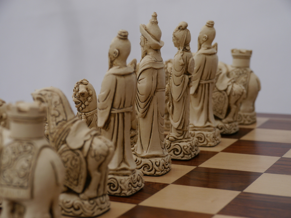 Berkeley Chess Ltd - Mandarin Chess Set - Ivory and Red