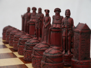 Berkeley Chess Ltd - Scottish Chess Set - Ivory and Red