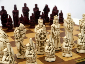 Berkeley Chess Ltd - Christopher Columbus - Ivory and Red