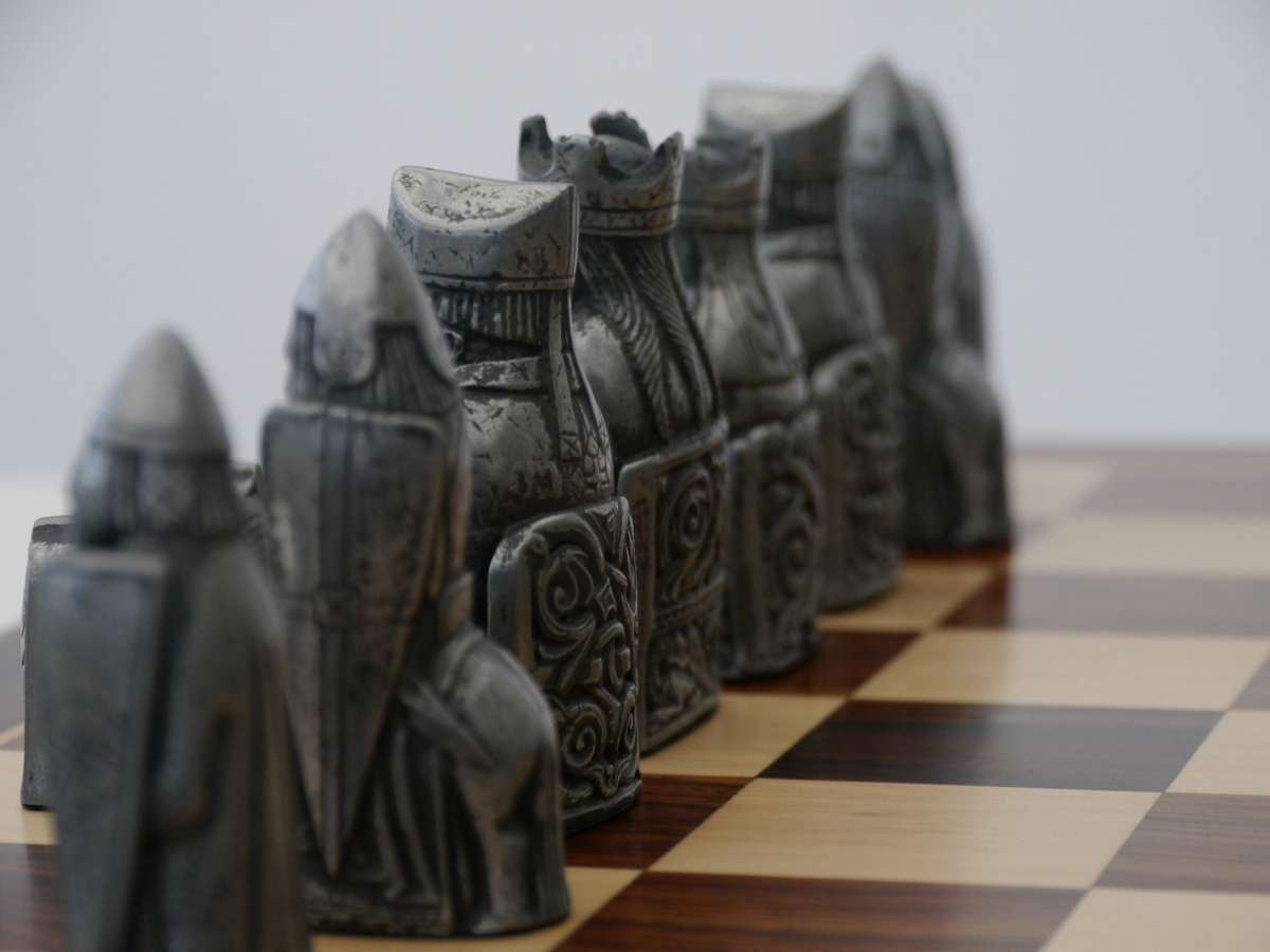 Berkeley Chess Ltd - Isle of Lewis Chess Set - METAL