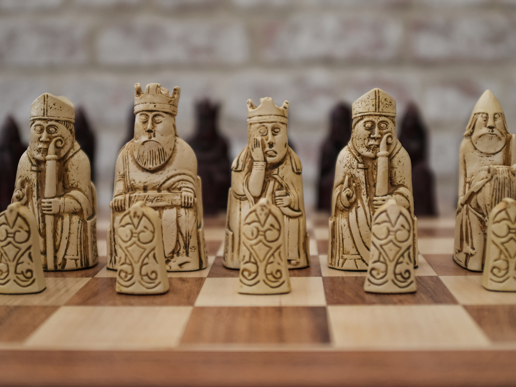Berkeley Chess - FULL SIZE Isle of Lewis Chess Set - Ivory and Red - with Case Board Combined