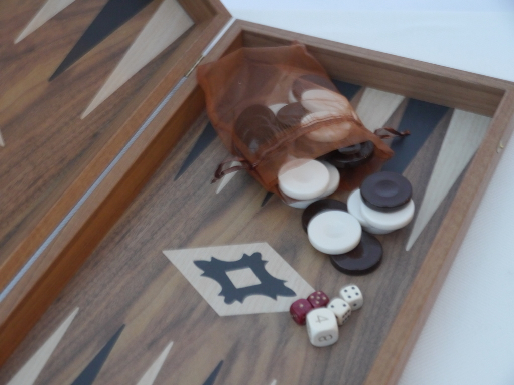 Manopoulos Backgammon - in Walnut with Black and Oak Points - 50cm