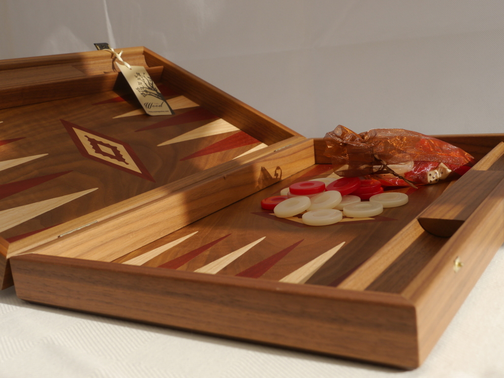 Manopoulos Backgammon - in Walnut with Red and Oak Points - 60cm