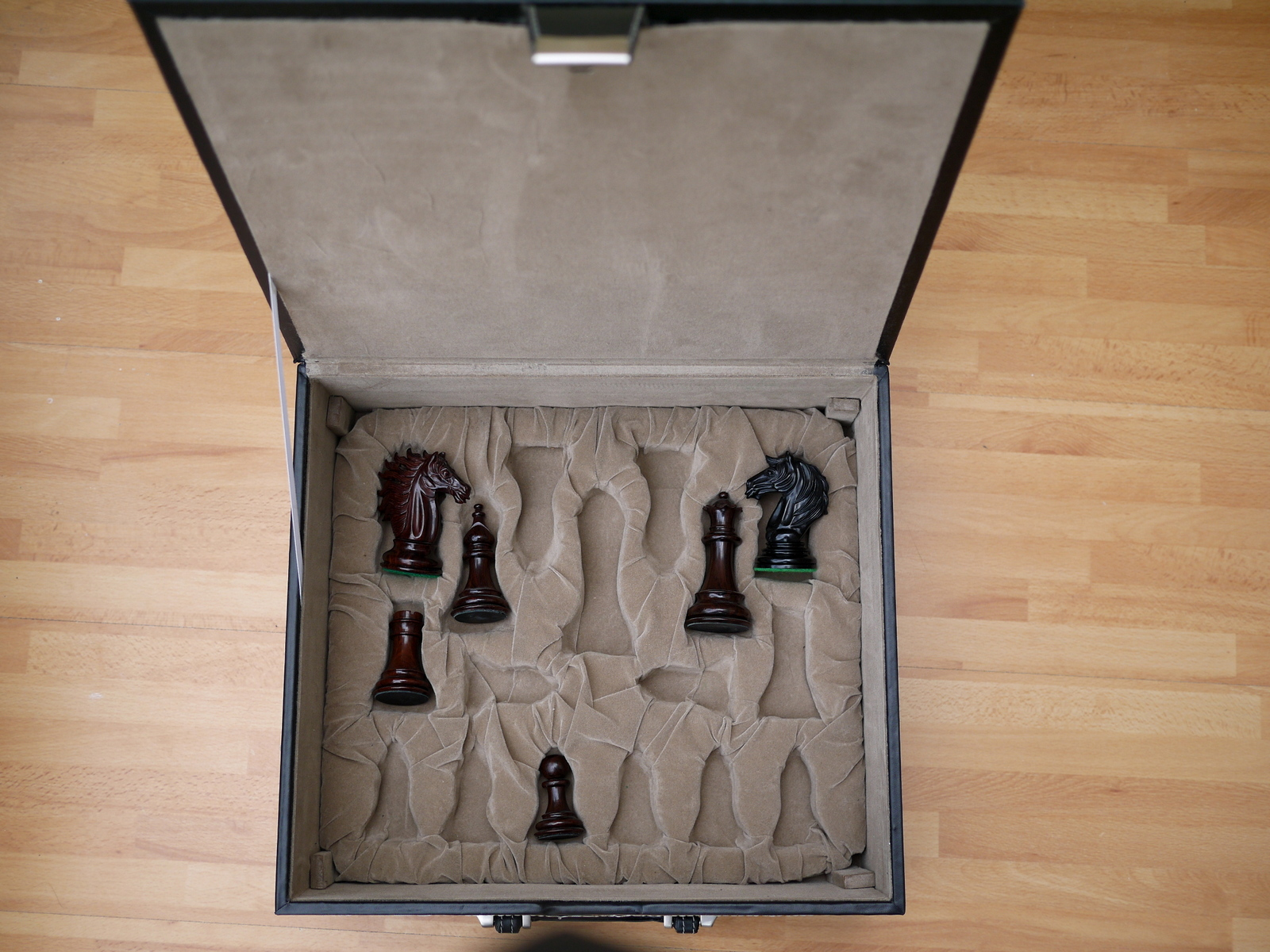 Leather Luxury Chess Case - Double Queens up to 4 inch King