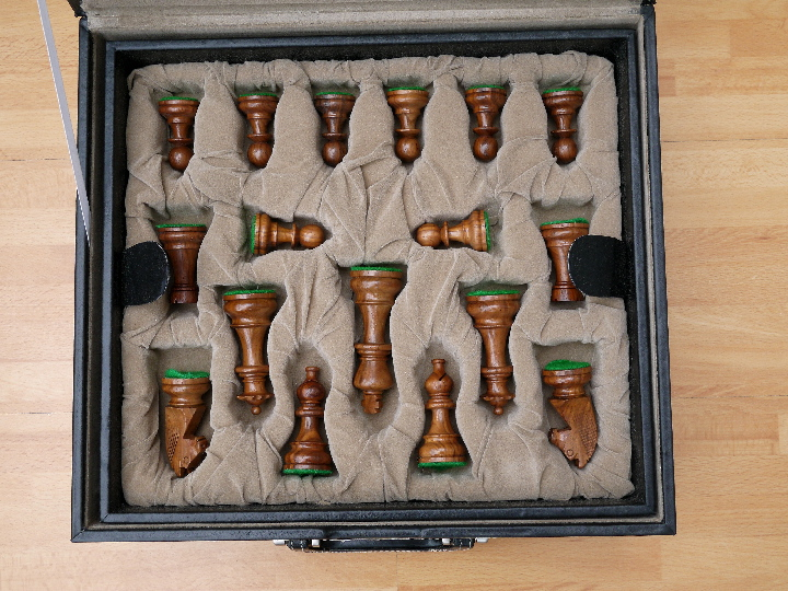 Chess Case in Leather - Double Queens 4.25 to 4.75 inch King