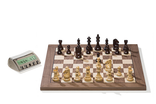 DGT2002 Walnut DGT Electronic Chessboard (E-Board) Serial Port Version. Royal Pieces