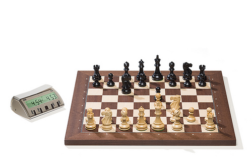 DGT2008 Rosewood DGT Electronic Chessboard (E-Board) Serial Port Version. Classic Pieces