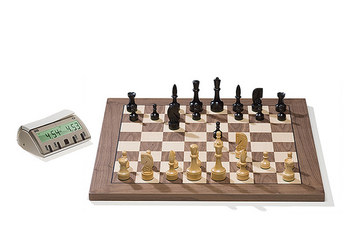 DGT2019 Walnut DGT Electronic Chessboard (E-Board) USB Port Version. Design Pieces