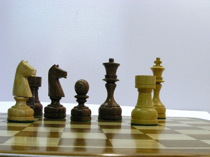 Polish Staunton in Sheesham Wood Chess Pieces