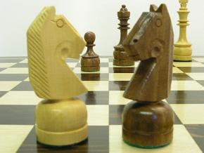 Philippino Staunton in Sheesham wood Chess Set