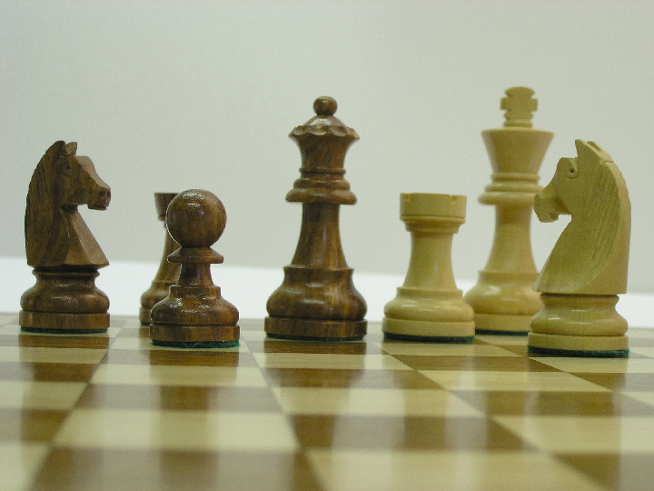 Cute Staunton in Sheesham Chess Set 2.8 inch King