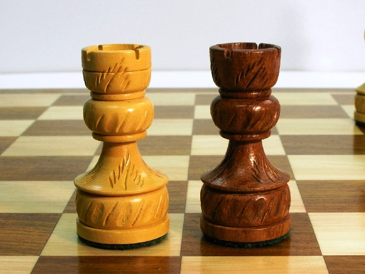 Royal Plus in Solid Sheesham Chess Pieces