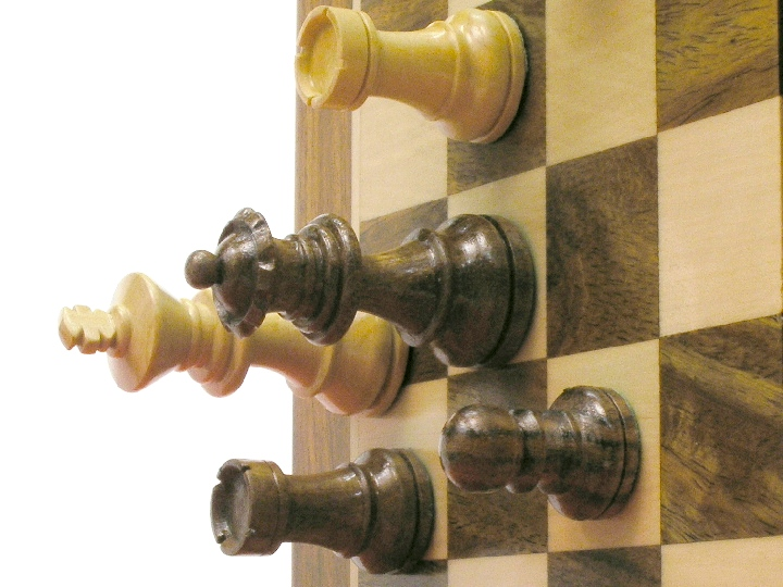 Magnetic Lacquered 6 inch x 12 inch Pieces and Board Chess Set