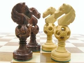 Concentric ball bud rosewood King 3.5 inch Chess Set