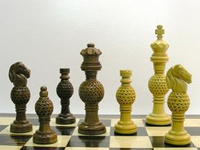 Globe Fret Weighted 5.5 inch King Chess Pieces