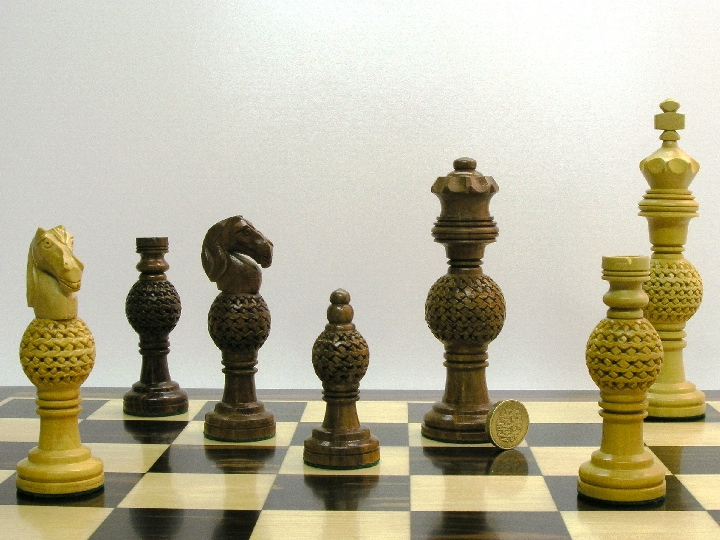 Globe fret weighted 5 5 inch king chess pieces 0 1278 426100 - Chess board display case ...