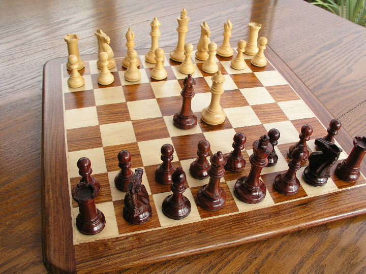 Hannah Bud Rosewood Staunton 3.5 inch King Chess Pieces