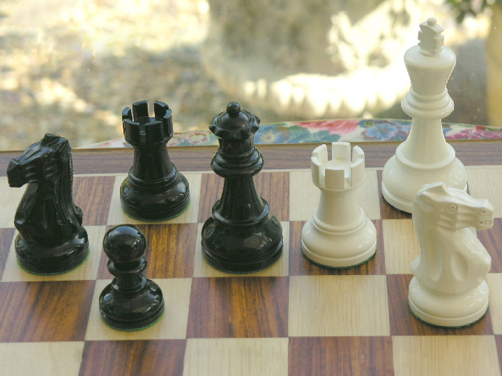 American Staunton in Black and White  with 4 inch King Chess Pieces