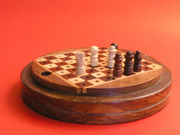 Round Peg Travel 4 inches Diameter Chess Set