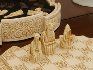 Small Isle of Lewis Chess Set incl Board and Case - Light