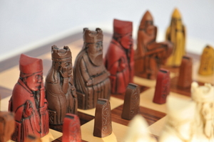 Isle of Lewis Chess 'Autumn' - Choose Your Colour