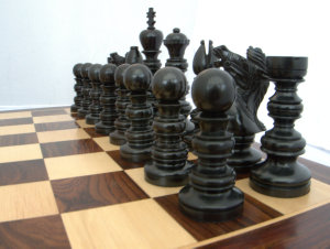 Flying Kubiton Ebony Chess Set