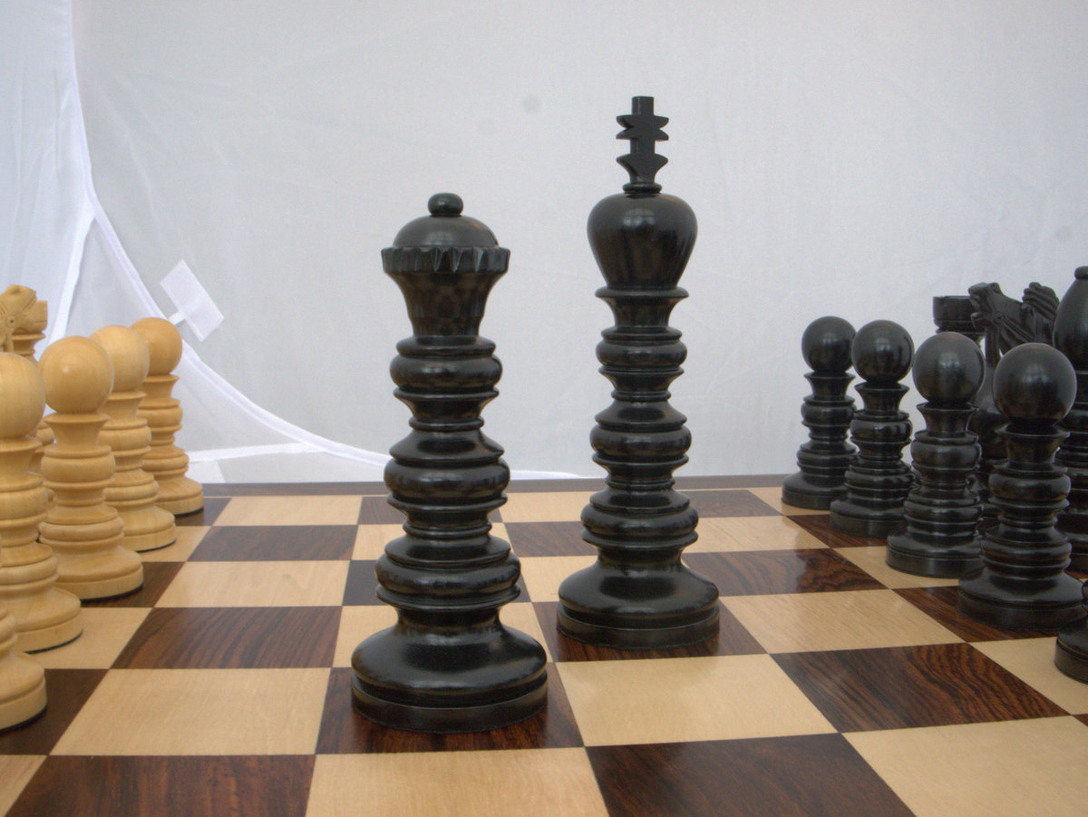 Utopian Dream in Ebony - 5.5 inches Chess Set