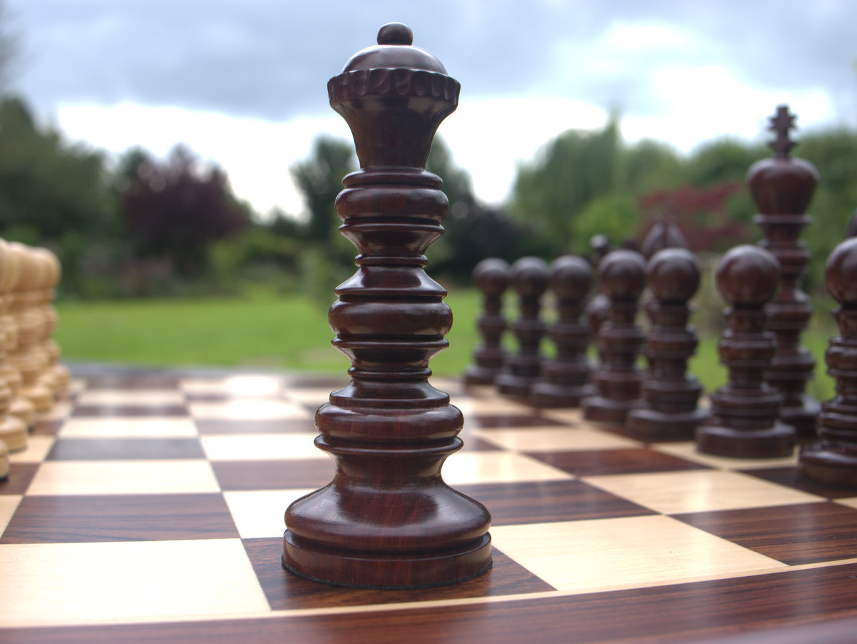 Utopian Dream in Bud Rosewood - 5.5 inches Chess Set