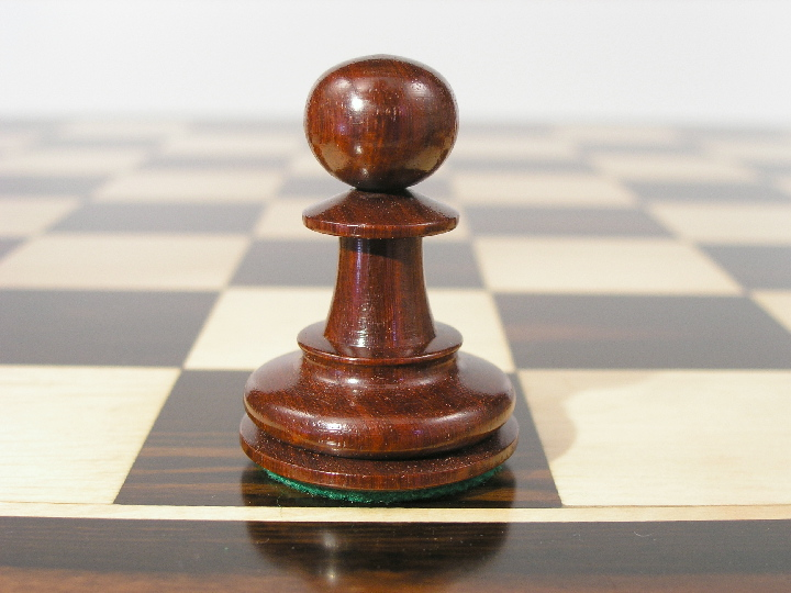 Royal Shock Staunton in Bud Rosewood Chess Pieces