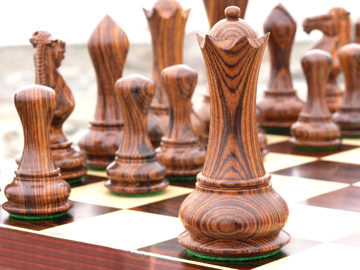 Contemporary Staunton, Rosewood Triple Weight, Felted Chess Pieces