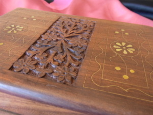 Walnut Patterned Jewellery Box with Felt Interior