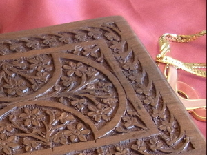 Full Carved Walnut Patterned Jewellery Box with Felt Interior