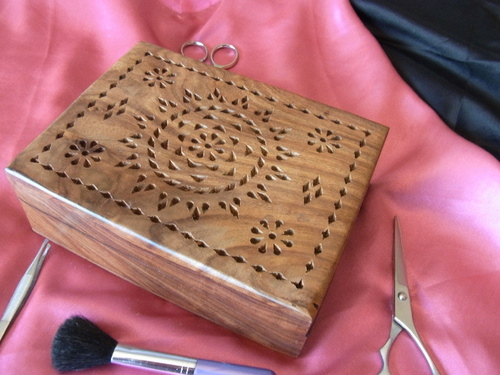 Light Walnut Patterned Jewellery Box with Felt Interior
