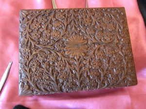 High Quality Full Carved Walnut Patterned Jewellery Box with Felt Interior